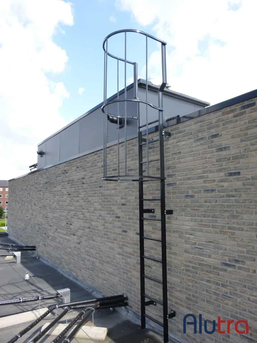 Ladder met verbrede doorstap